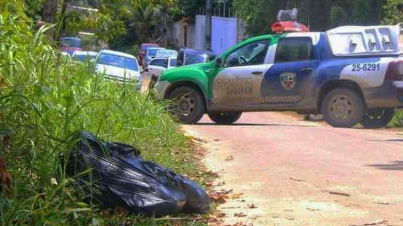 Corpo foi encontrado em sacos de lixo - (Foto: Portal do Holanda)